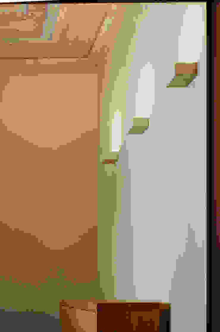 Alloggio in Via dei Pilastri di G. Giusto - A. Maggini - D. Pagnano Moderno