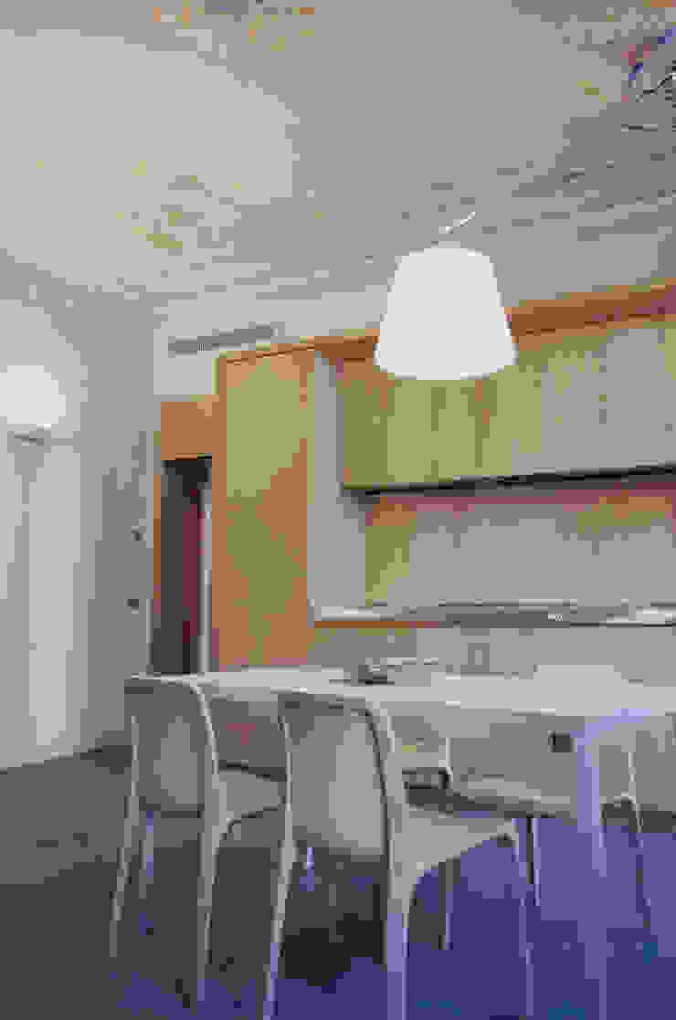 Alloggio in Via dei Pilastri Sala da pranzo moderna di G. Giusto - A. Maggini - D. Pagnano Moderno