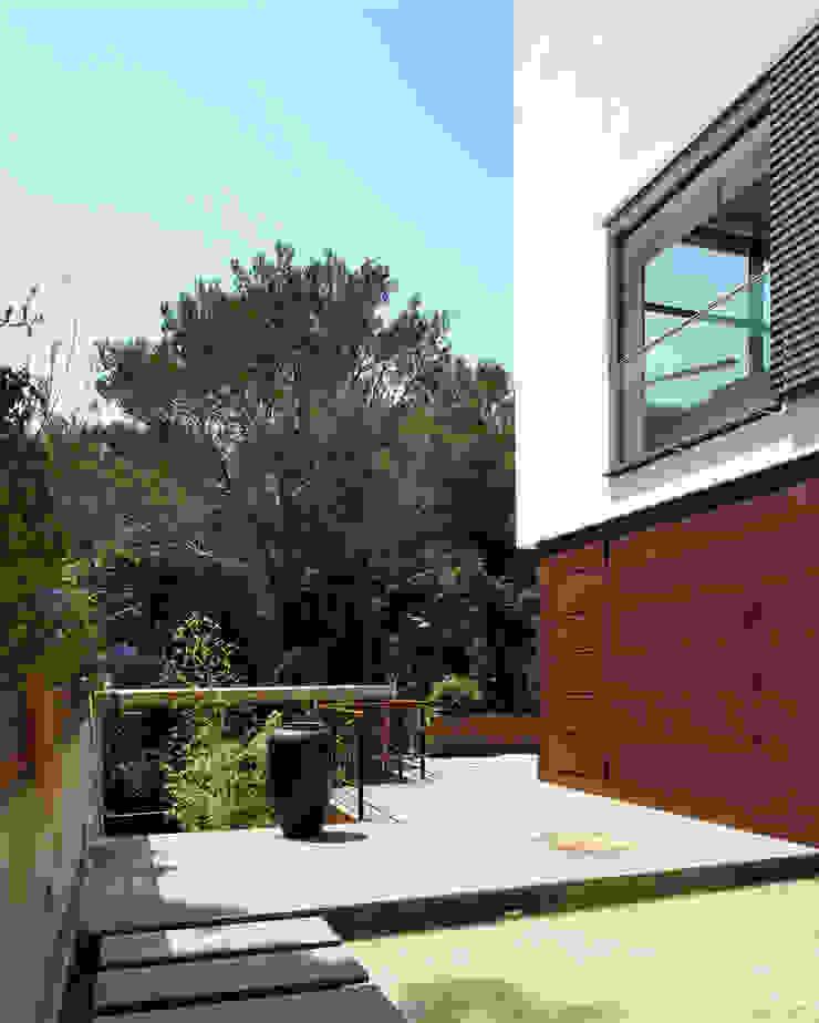 House at Tamariu Balcones y terrazas de Octavio Mestre Arquitectos