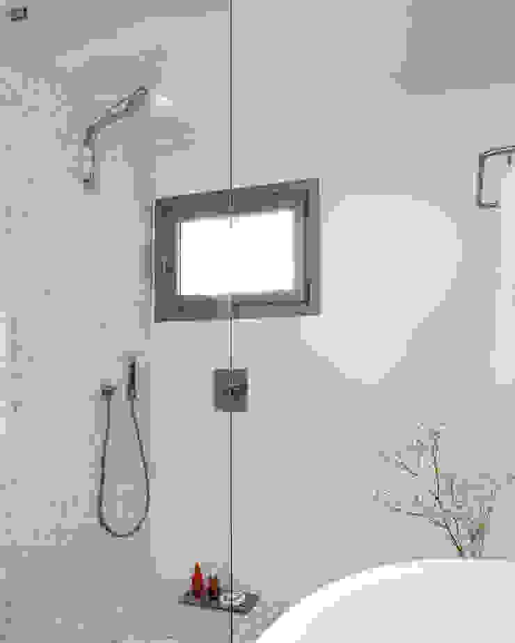 Casa en Andratx Baños de estilo minimalista de Octavio Mestre Arquitectos Minimalista