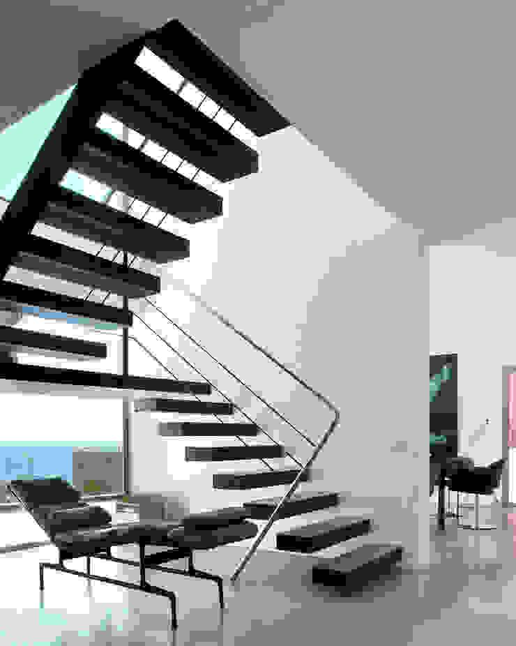 Casa en Andratx Pasillos, vestíbulos y escaleras de estilo minimalista de Octavio Mestre Arquitectos Minimalista