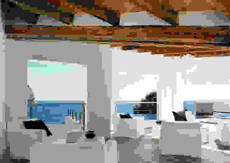 House at Andratx Minimalist balcony, veranda & terrace by Octavio Mestre Arquitectos Minimalist