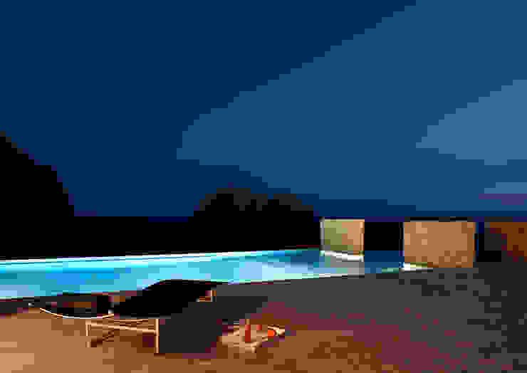 House at Andratx ミニマルスタイルの プール の Octavio Mestre Arquitectos ミニマル