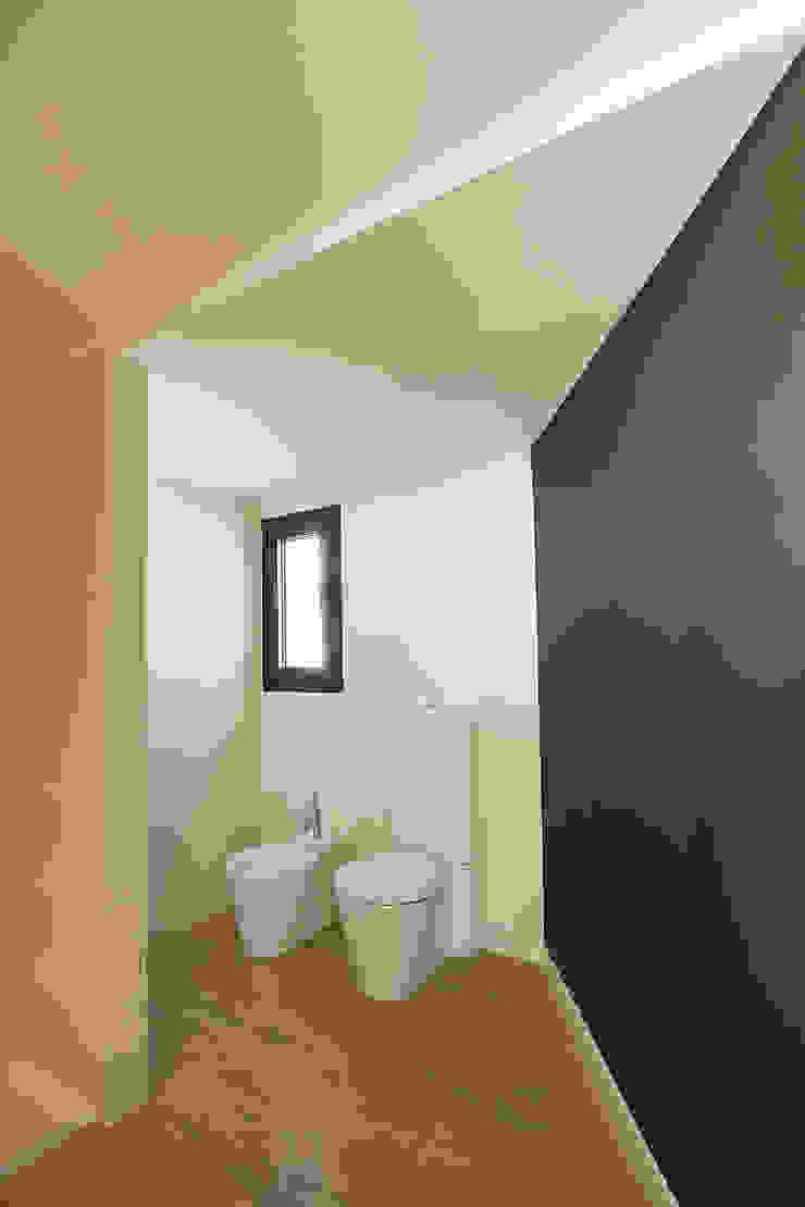 House at Pineda de Mar Bathroom by Octavio Mestre Arquitectos