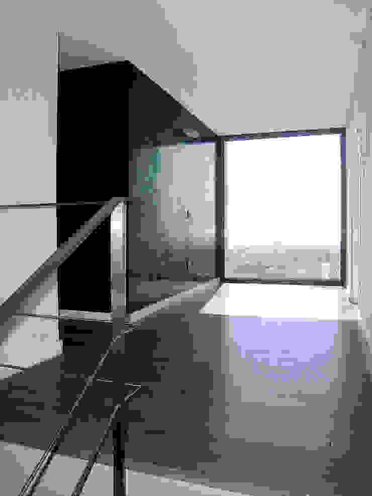 House at Pineda de Mar Corridor, hallway & stairs by Octavio Mestre Arquitectos