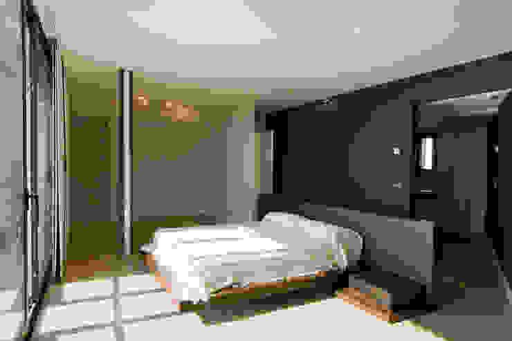 House at Pineda de Mar Bedroom by Octavio Mestre Arquitectos