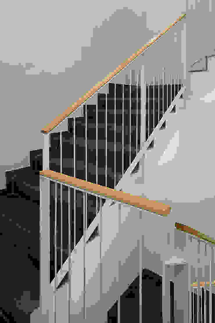 ARESA Clinic Pasillos, vestíbulos y escaleras: Ideas, imágenes y decoración de Octavio Mestre Arquitectos