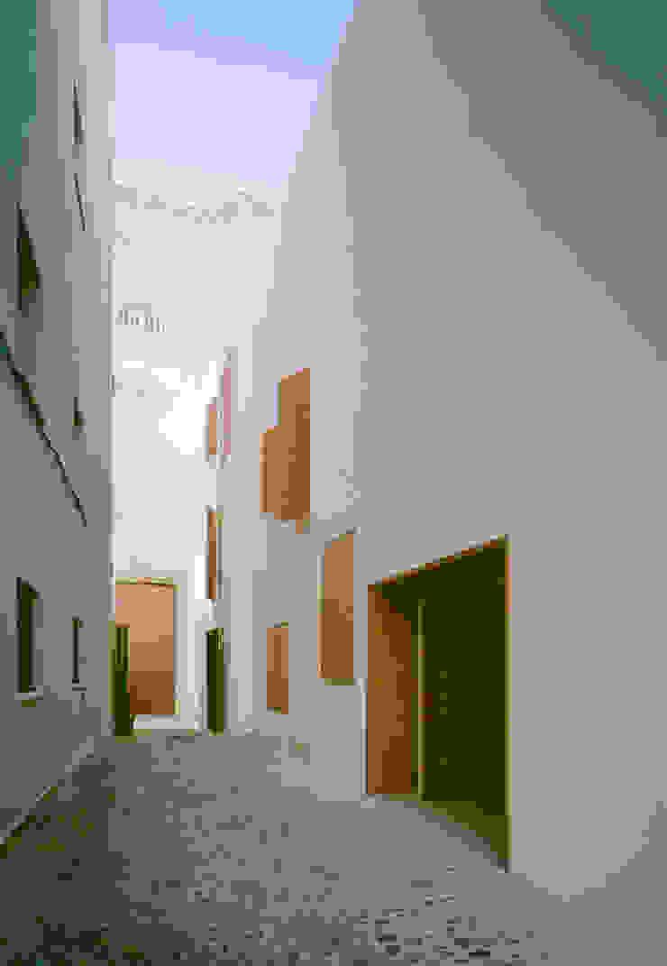 Rehabilitación de 5 viviendas y un local en barrio del Pópulo Casas de estilo minimalista de MGM Morales de Giles Arquitectos SLP Minimalista