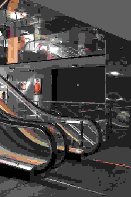 Pedralbes Centre Centros comerciales de estilo moderno de Octavio Mestre Arquitectos Moderno