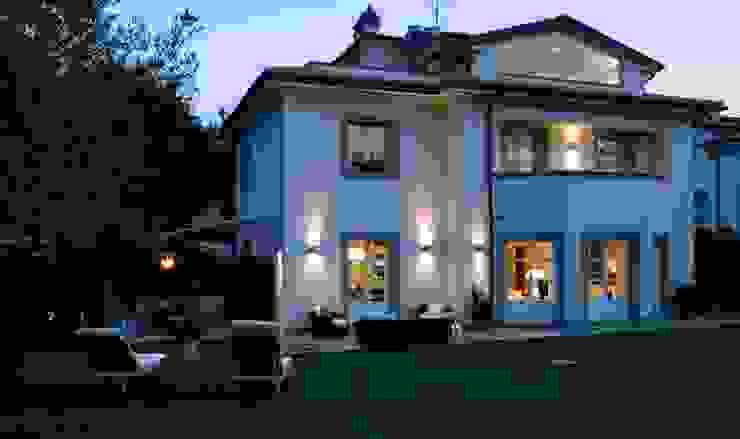 il progetto di una villa Case moderne di archbcstudio Moderno