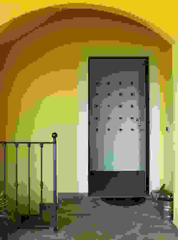 il benvenuto dato da un appendiabiti...o scultura? di VALENTINA BONANDIN STUDIO TECNICO Moderno