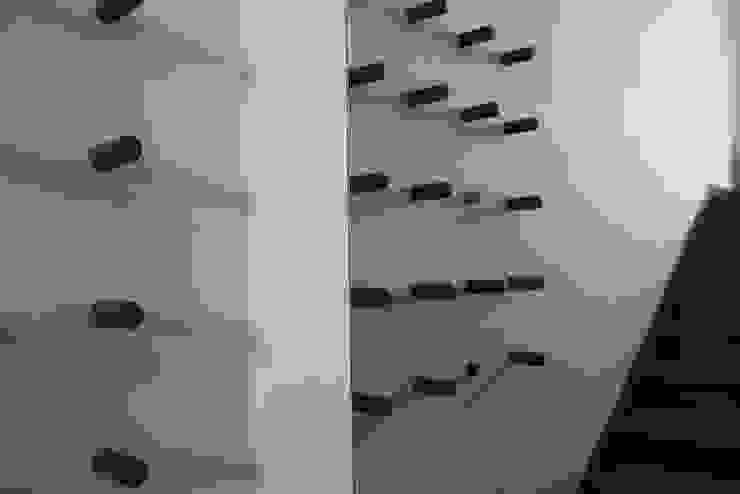 appendiabiti o scultura? di VALENTINA BONANDIN STUDIO TECNICO Moderno