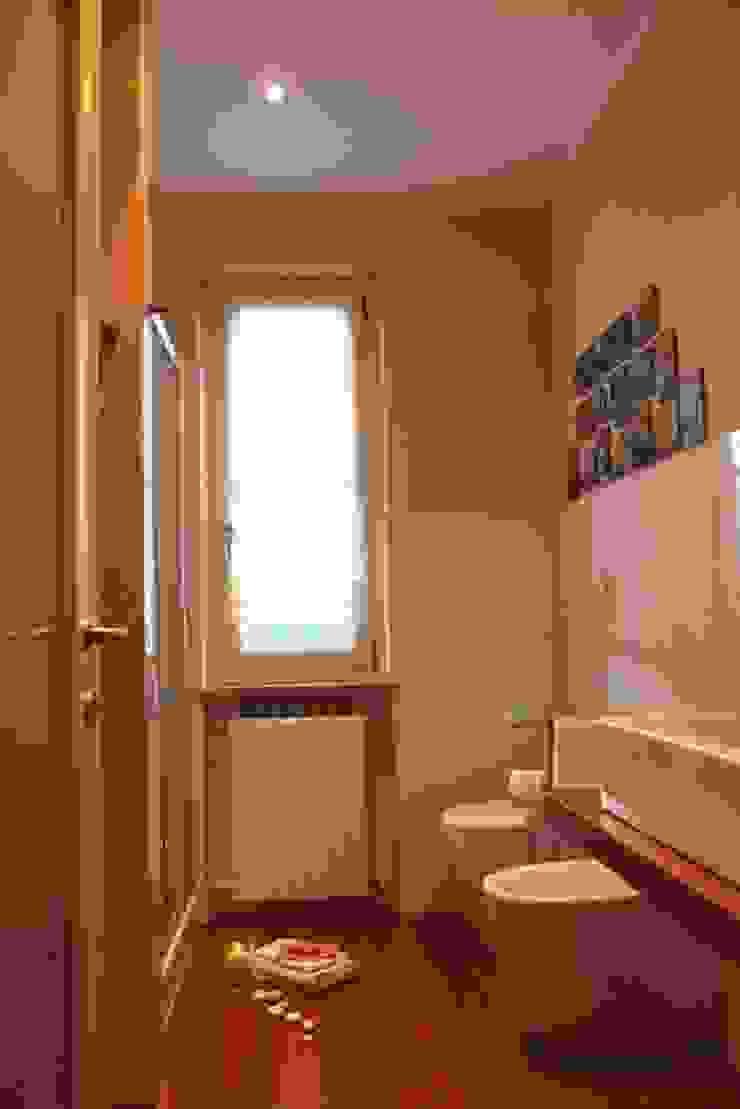 … il bagno della nonna Bagno in stile mediterraneo di VALENTINA BONANDIN STUDIO TECNICO Mediterraneo