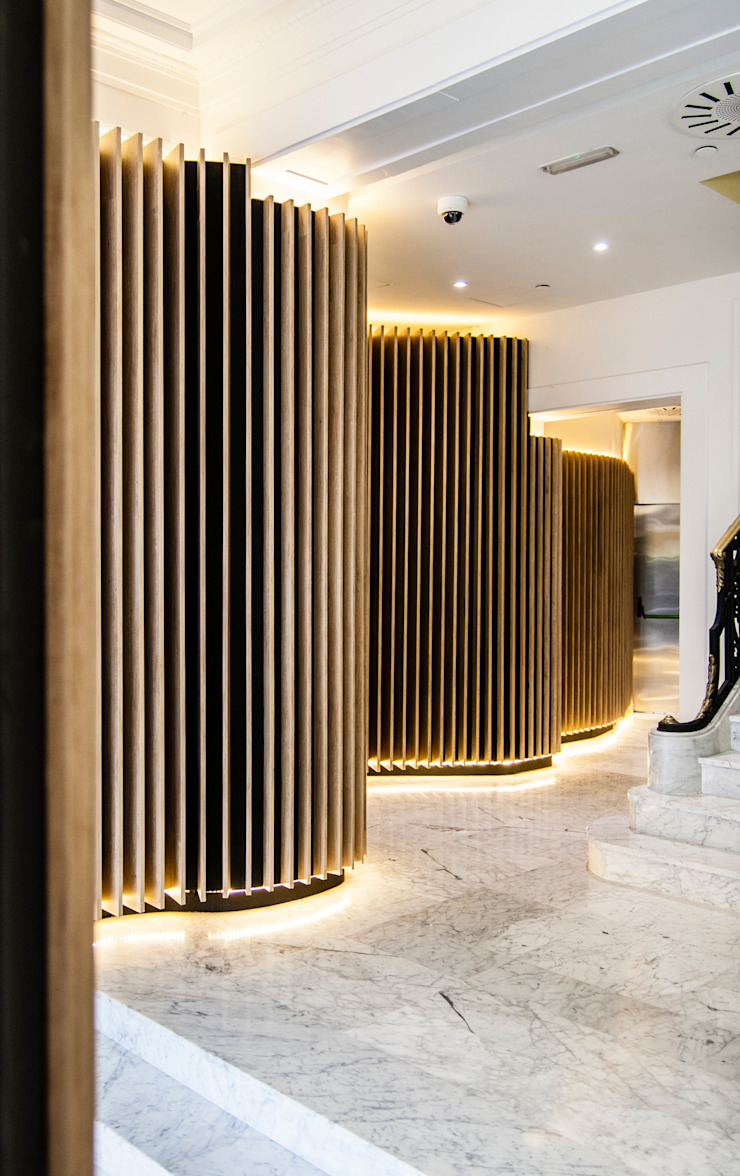Classic style corridor, hallway and stairs by Octavio Mestre Arquitectos Classic