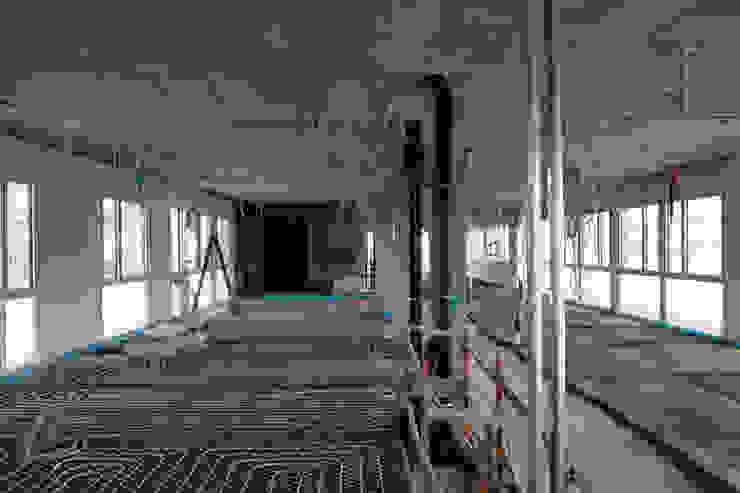 Edificio de Oficinas para el CERN de Octavio Mestre Arquitectos Moderno
