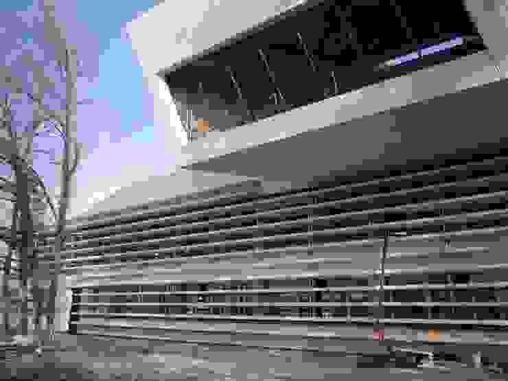 Edificio de Oficinas para el CERN Oficinas y tiendas de estilo moderno de Octavio Mestre Arquitectos Moderno