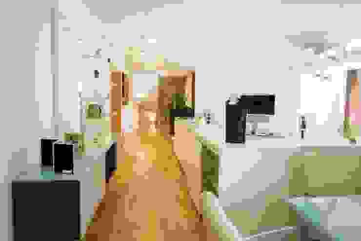 Livings de estilo moderno de tRÄUME - Ideen Raum geben Moderno