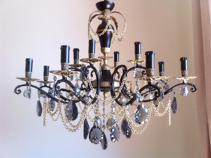Black and bronze vintage repurposed chandelier, 12 lights Milan Chic Chandeliers リビングルーム照明