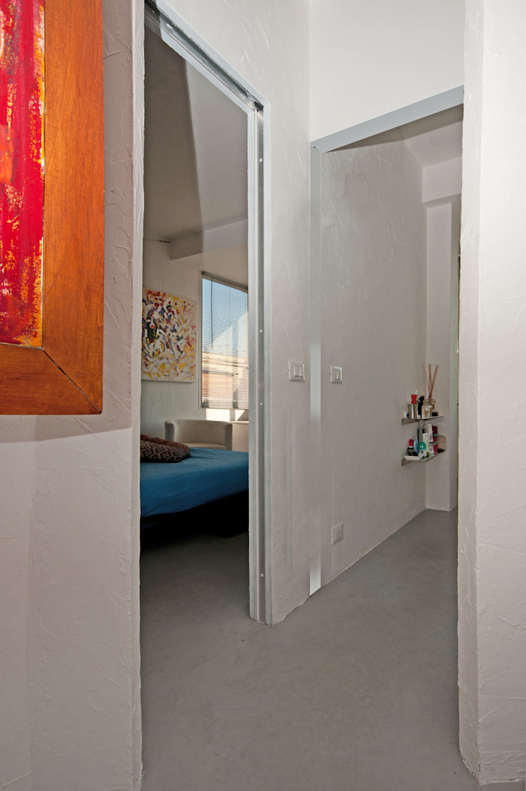 Modern Corridor, Hallway and Staircase by Fabiola Ferrarello Modern