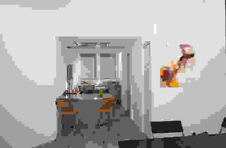 Ristrutturazione di un appartamento in Roma – 70 mq Cucina moderna di Fabiola Ferrarello Moderno