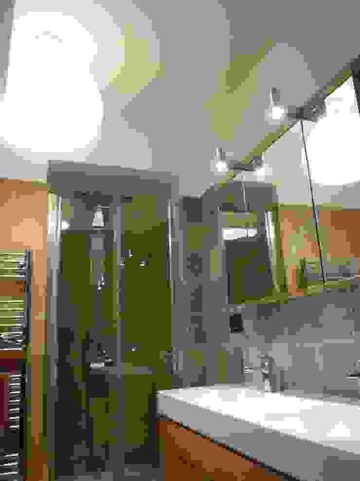 Ristrutturazione abitazione privata Bagno moderno di Barbato Design   LE Moderno