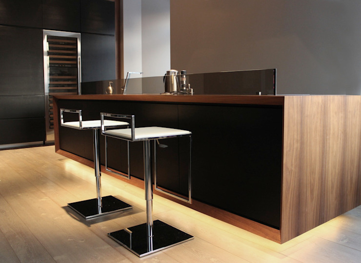 AEX home Cucina moderna di Ernesto Fusco Moderno Legno composito Trasparente