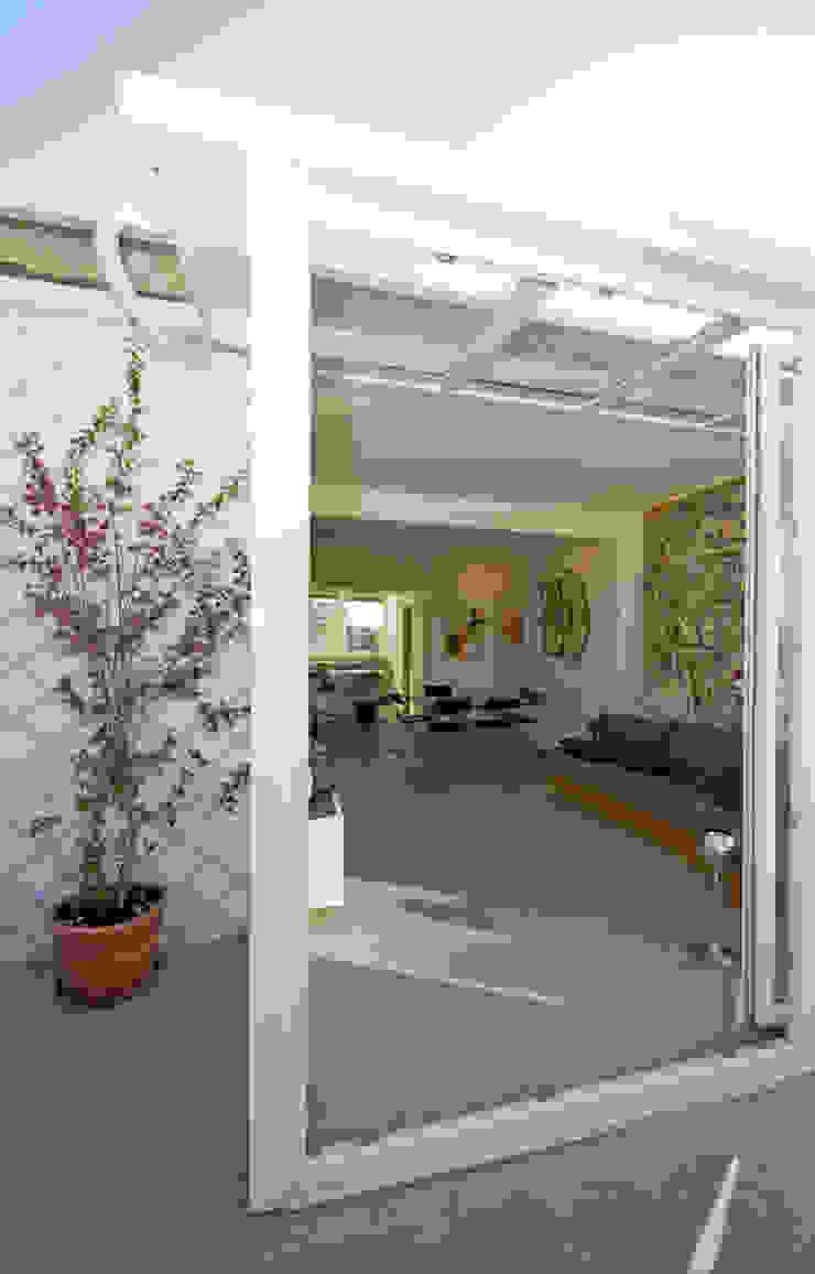 Ristrutturazione di un appartamento in Roma – 70 mq Balcone, Veranda & Terrazza in stile moderno di Fabiola Ferrarello Moderno