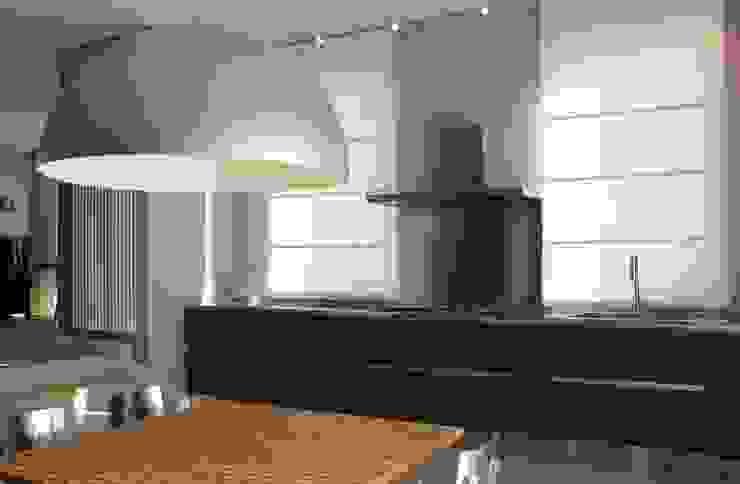 Ernesto Fusco Cocinas de estilo moderno Madera Gris