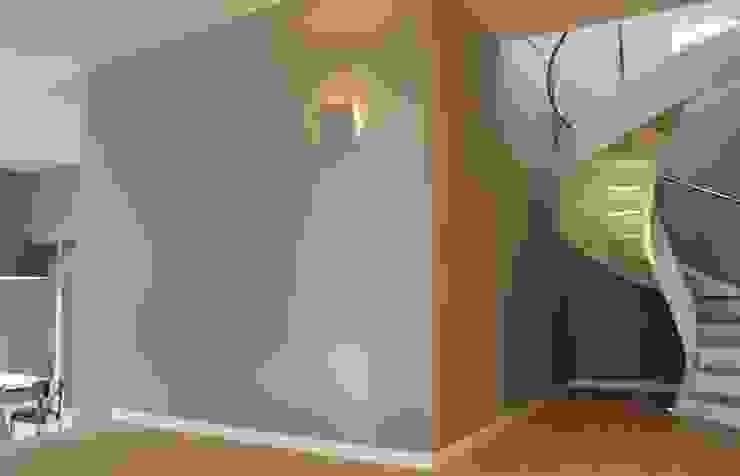 Ernesto Fusco Pasillos, vestíbulos y escaleras de estilo moderno Madera Beige