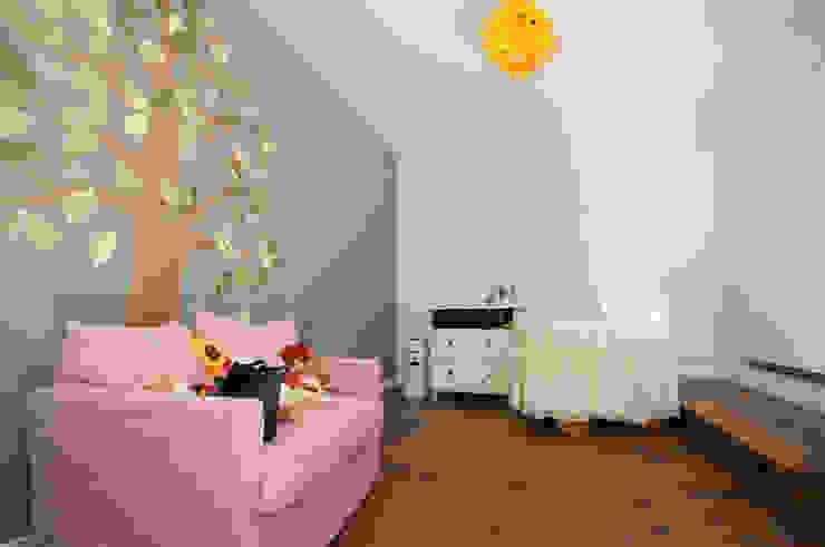 Chambre d'enfant moderne par Fabiola Ferrarello architetto Moderne
