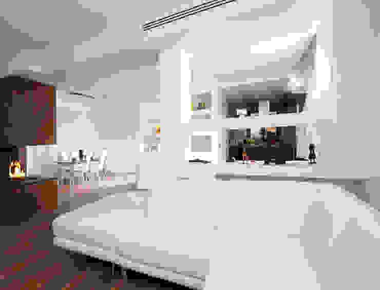 Ristrutturazione di una villa bifamiliare su tre livelli in Roma - 240 mq Soggiorno moderno di Fabiola Ferrarello architetto Moderno