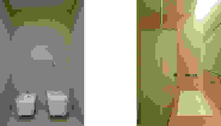 Modern Bathroom by morana+rao architetti Modern