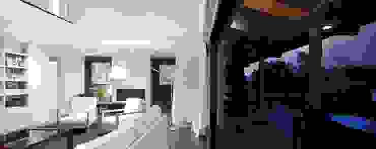 Vivienda en Urduliz Salones de estilo mediterráneo de IA+B arkitektura taldea Mediterráneo