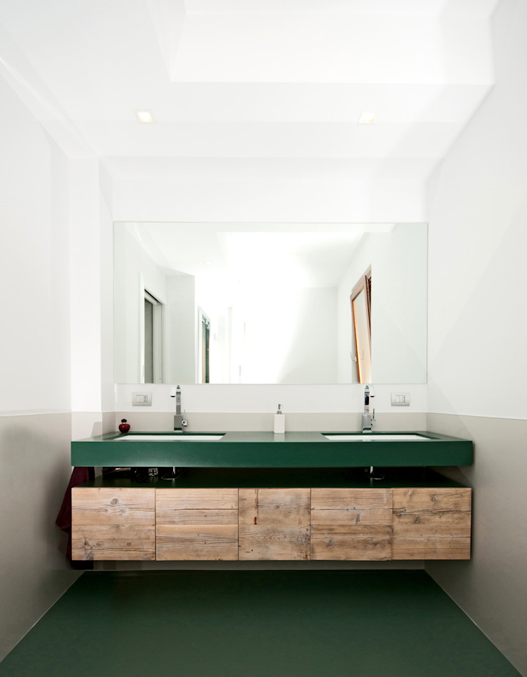 Ristrutturazione di una villa bifamiliare su tre livelli in Roma – 240 mq di Fabiola Ferrarello architetto Moderno