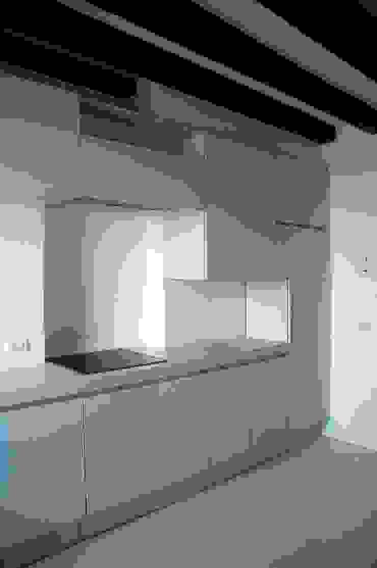 Loft Giudecca (Venezia) Cucina moderna di LR Architetti Moderno