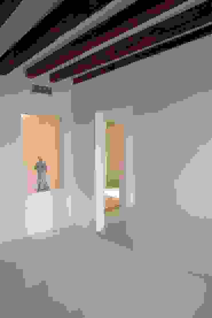 Loft Giudecca (Venezia) Soggiorno moderno di LR Architetti Moderno