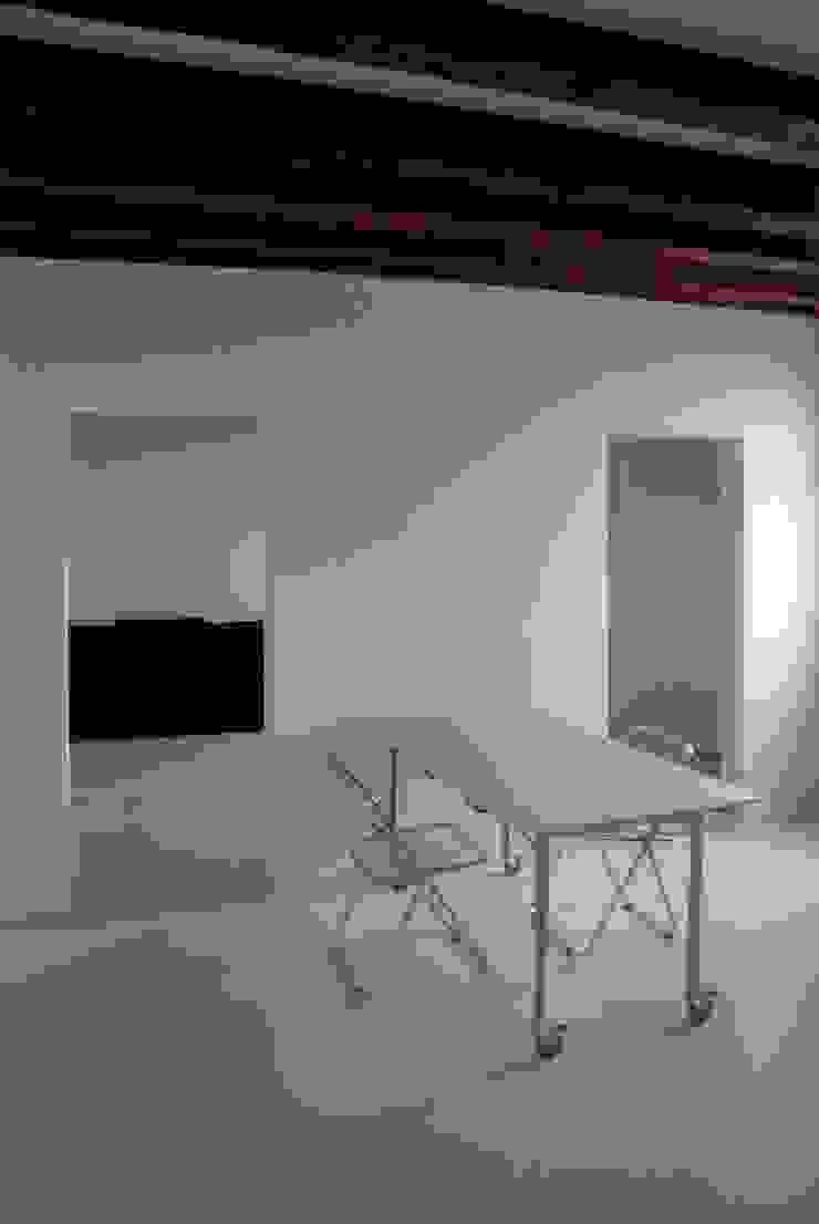 Loft Giudecca (Venezia) Sala da pranzo moderna di LR Architetti Moderno