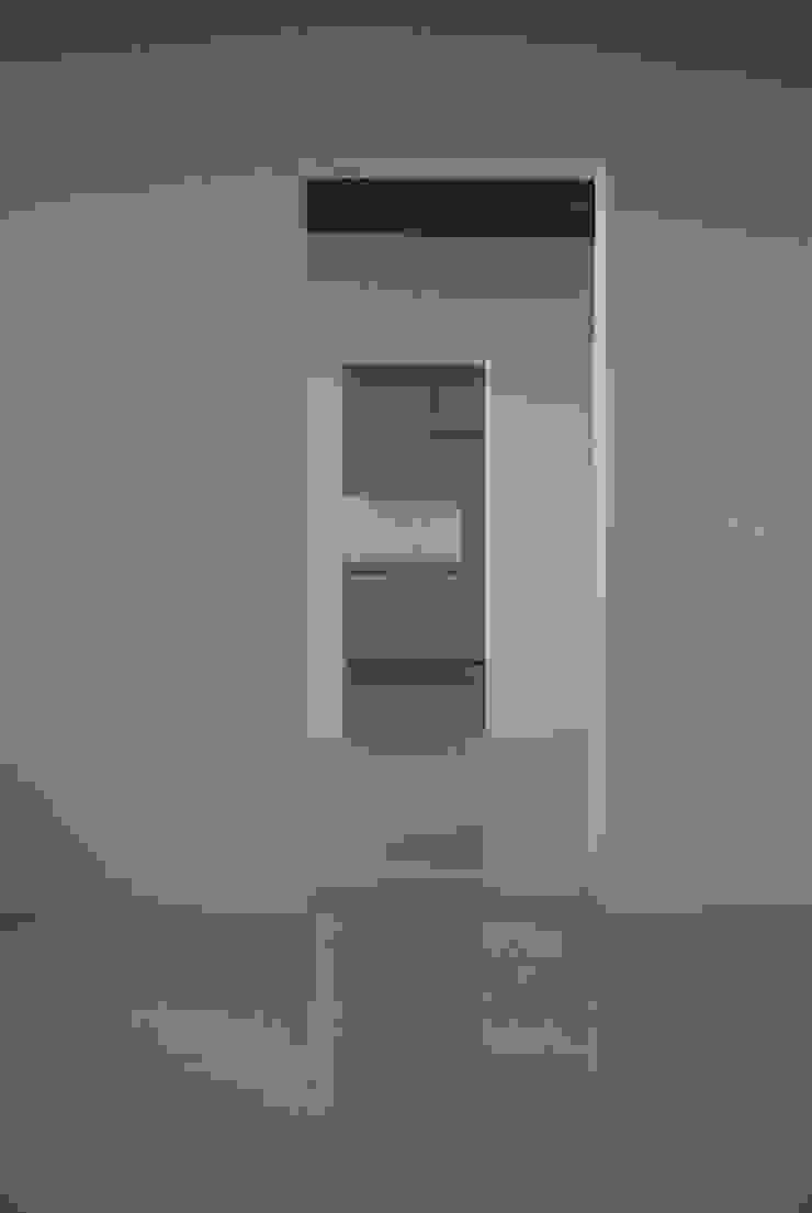 Loft Giudecca (Venezia) Ingresso, Corridoio & Scale in stile moderno di LR Architetti Moderno