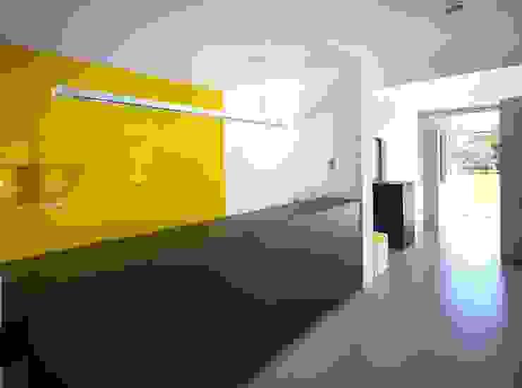 Showroom Wolf-Fenster Negozi & Locali commerciali moderni di LR Architetti Moderno