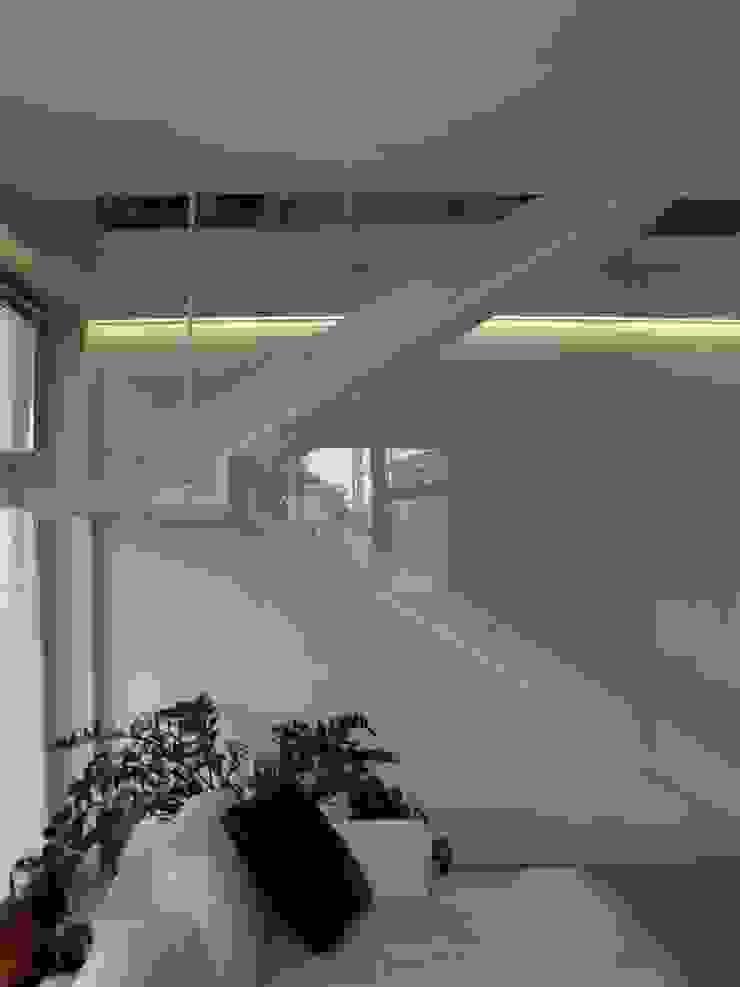 Progetti d'Interni e Design Flur, Diele & TreppenhausTreppen
