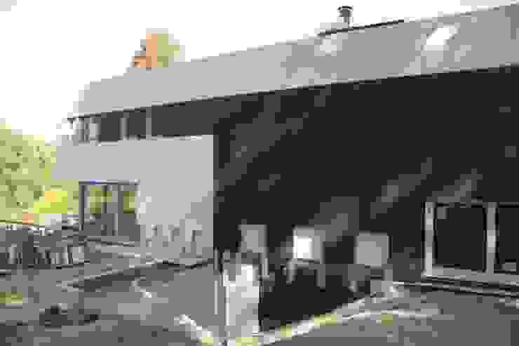 HUGA ARQUITECTOS Rumah Modern