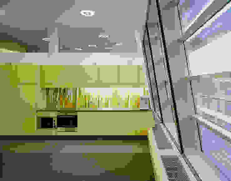 Küche Front Schichtstoff Moderne Bürogebäude von Tischlerei & Objektdesign Friedrich Gilhaus GmbH Modern