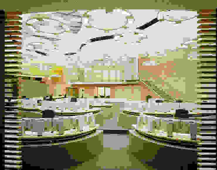 Akustisch wirksame Ahornlamellen Moderne Bürogebäude von Tischlerei & Objektdesign Friedrich Gilhaus GmbH Modern