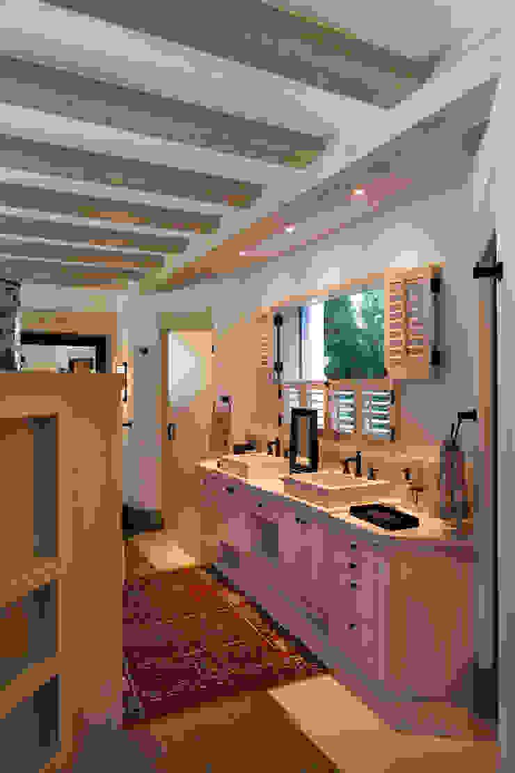 Baño Artigas Arquitectos Baños de estilo rústico