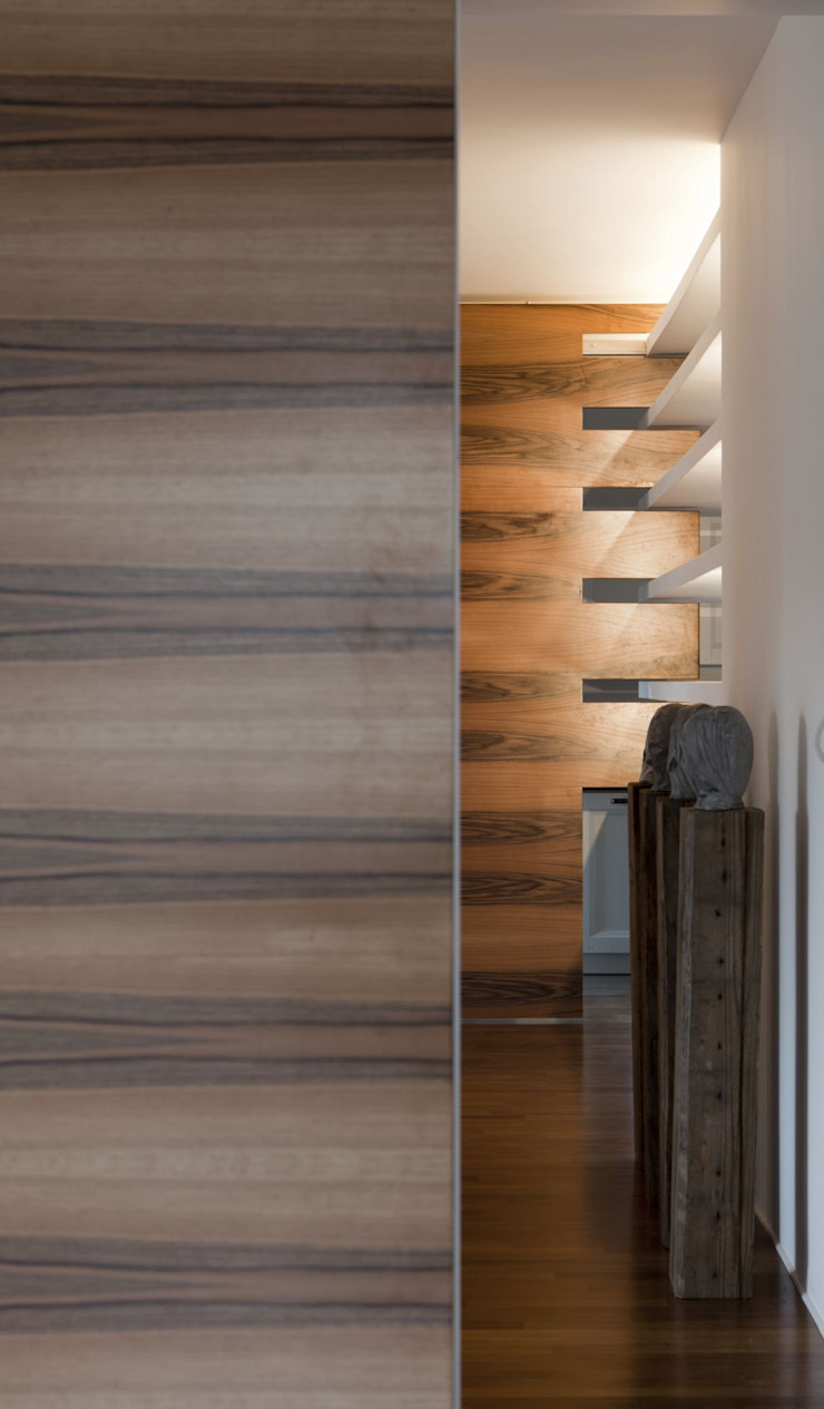 CASA GUGLIELMA Ingresso, Corridoio & Scale in stile minimalista di DELISABATINI architetti Minimalista