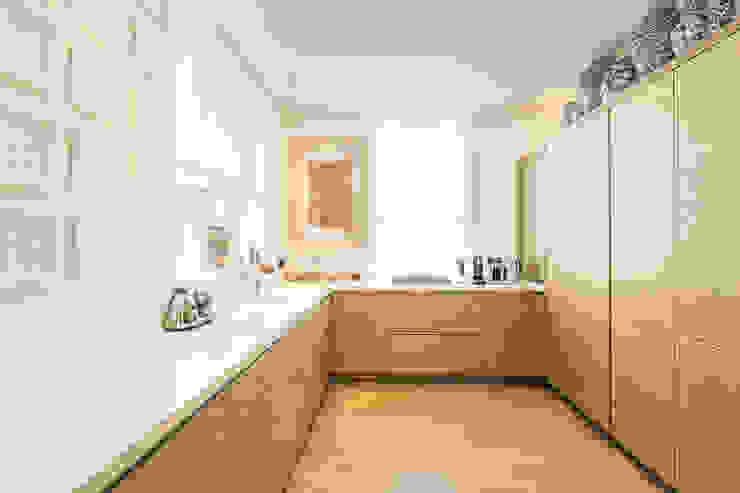 Templewood Avenue, NW3 Minimalist kitchen by XUL Architecture Minimalist