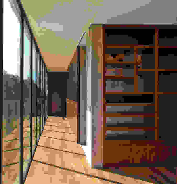 Casa Maruma Pasillos, vestíbulos y escaleras de estilo moderno de © Sandra Pereznieto Moderno