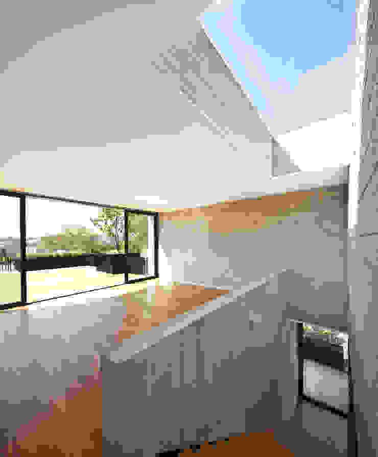 Casa Maruma Salones de estilo moderno de © Sandra Pereznieto Moderno