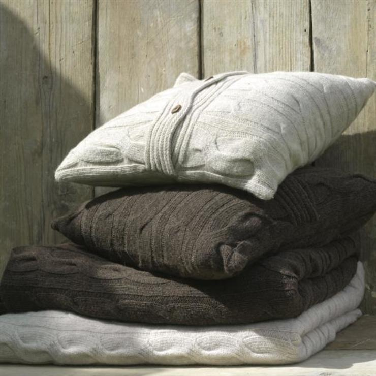 Lambswool cushions od Decorum Rustykalny
