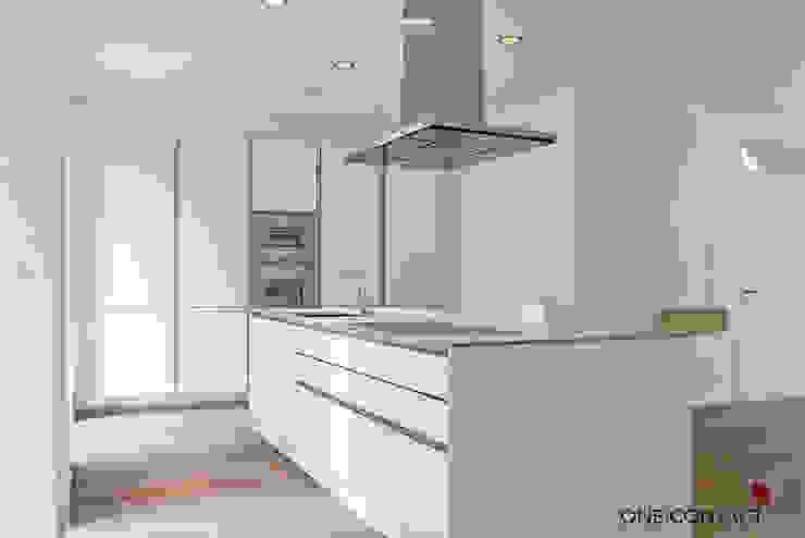 Cozinhas modernas por ONE!CONTACT - Planungsbüro GmbH Moderno